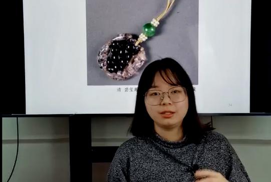 皇后身上的珍珠