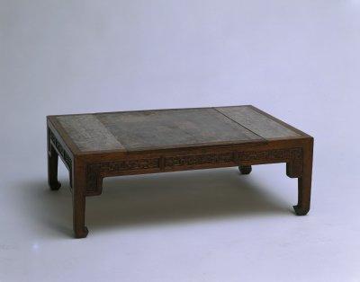 康熙皇帝用的楠木雕花框镶银刻比例表炕桌