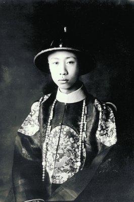 溥仪朝服像