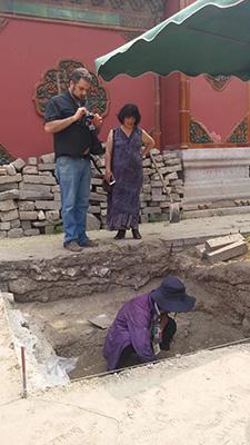 意大利汉学家马克先生、中国艺术研究院方李莉研究员参观慈宁宫花园考古工地