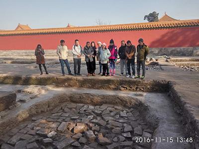 景德镇市陶瓷考古研究所一行11人参观慈宁宫花园考古工地