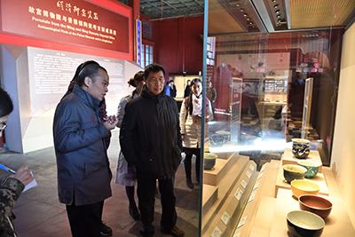 王光尧研究员带领所内部分成员参观